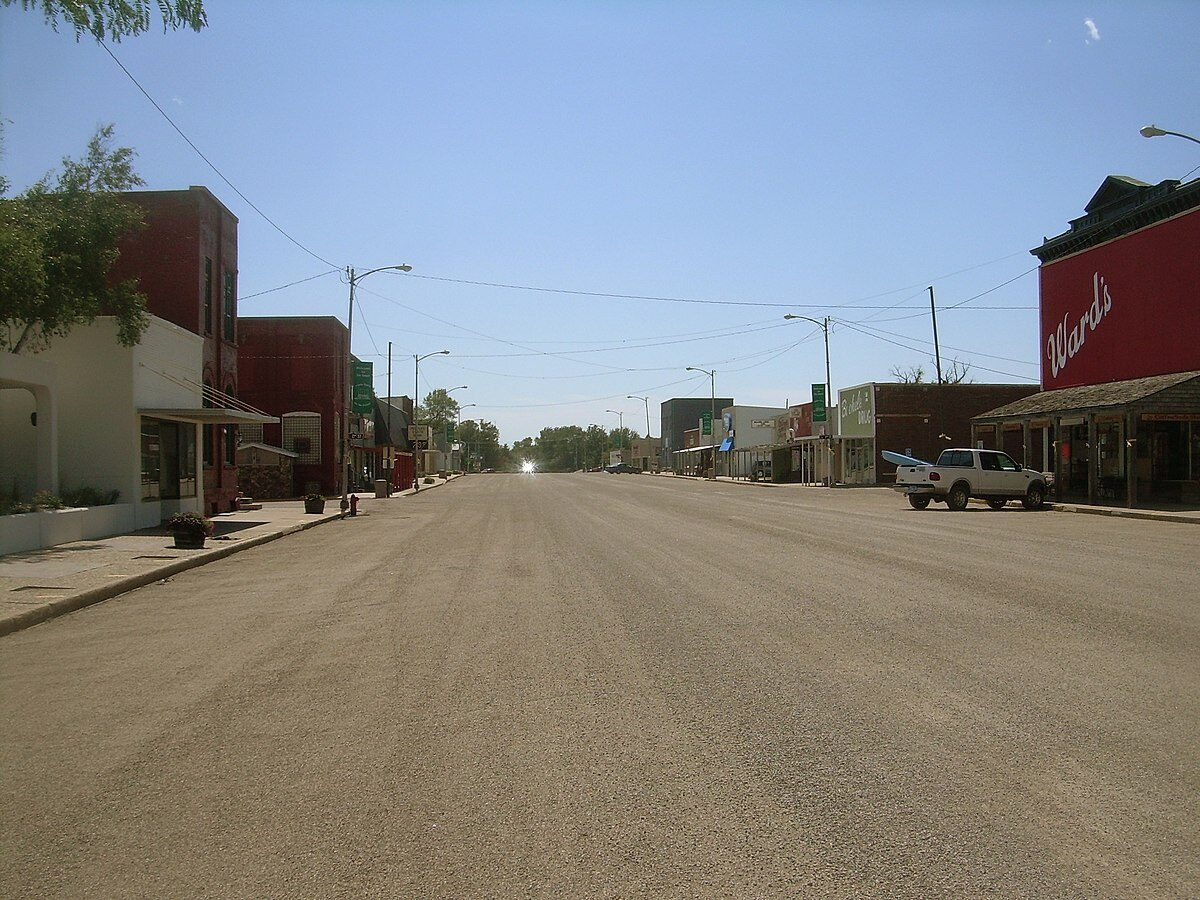 1200px-Downtown_De_Smet_South_Dakota_9-5-2010